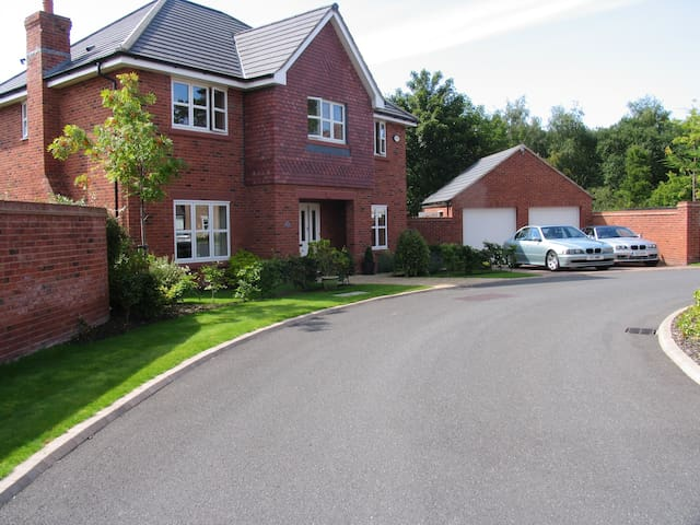 5* Modern home 15min from Liverpool - Birkenhead