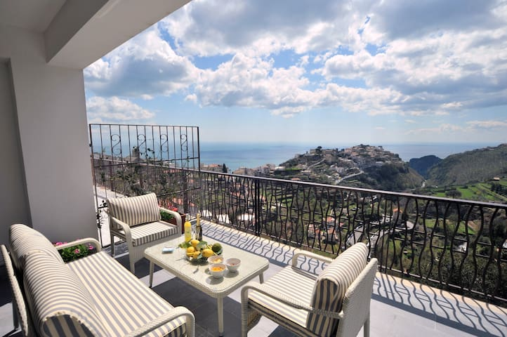Colpo D'Ali -Panoramic terrace &Jacuzzi in Ravello