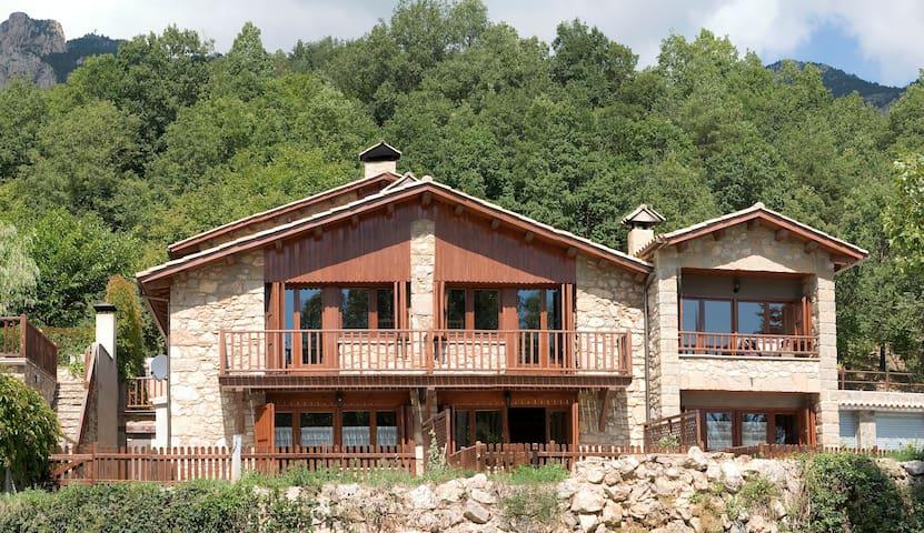 Casa entre Barcelona y Andorra - Castellar del Riu - Dům