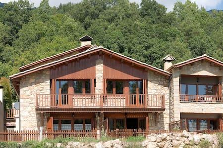 Casa entre Barcelona y Andorra - Castellar del Riu - House