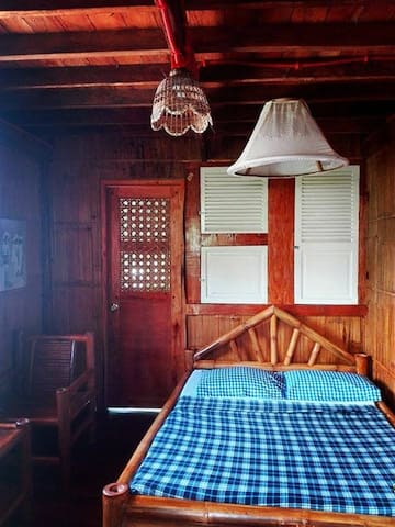 Camiguin Blue Lagoon: Deluxe Cottages B