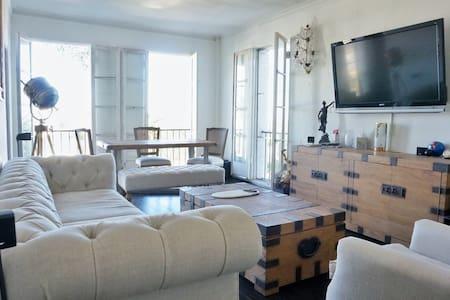 Penthouse Floor Designer Furnished One Bedroom - West Hollywood