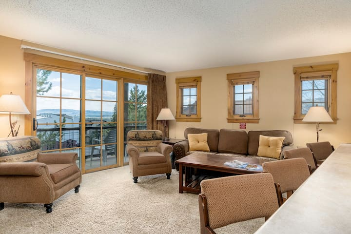 Northstar 111 by SkyRun! Minutes from the Ski Resort / Hot Tub / On Free Bus Line!