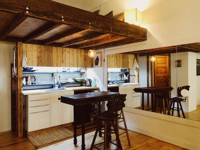 The Studio, lush cabin living in Brooklyn