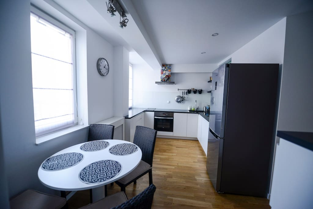 Kitchen (fully equipped) and dining area