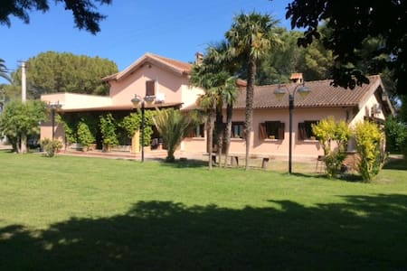 B&B Villa Ada app. Intero con 2 camere e soggiorno - Borgo Segezia