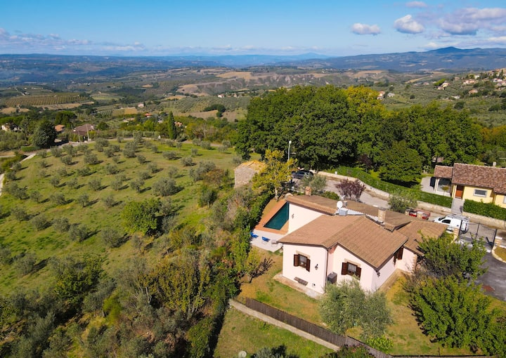 Self contained house with private pool near town