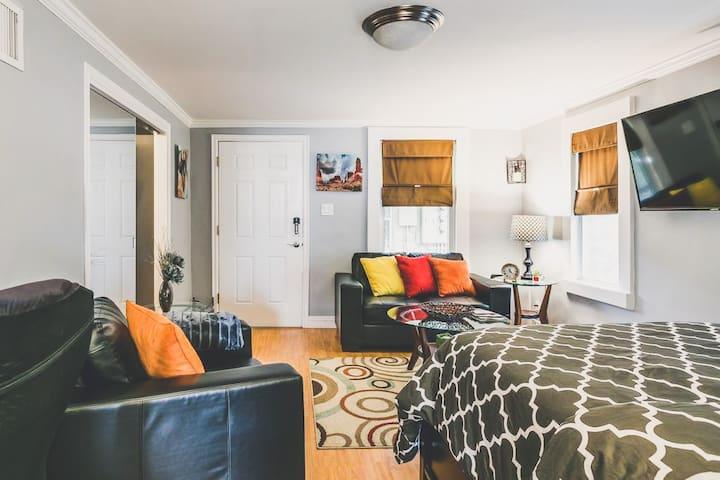 Remodeled DT Cottage Suite-Close to Conv CTR/LR ♥