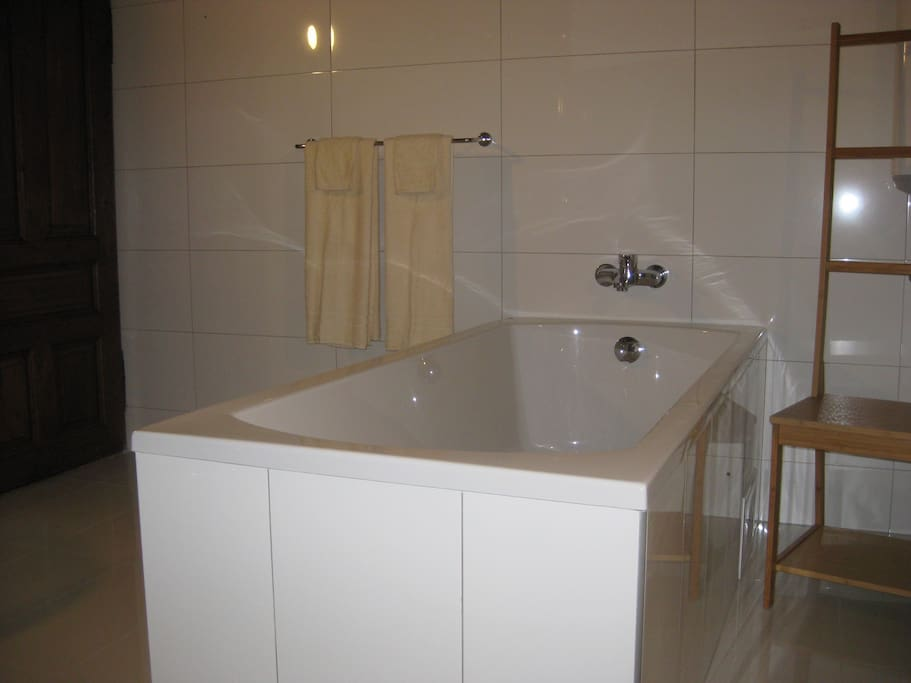 Double en-suite bath with hillside view