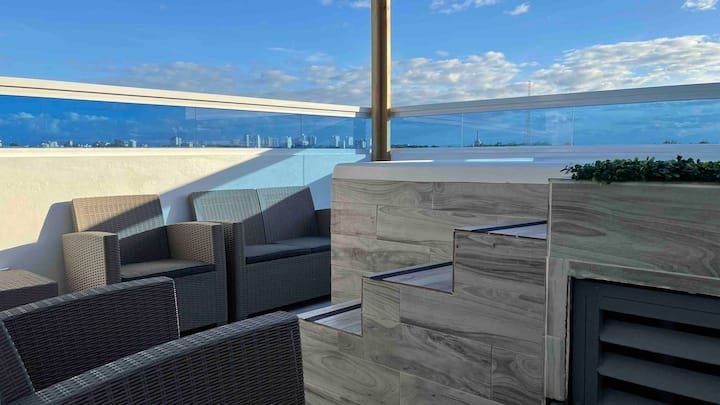 Penthouse with Private Jacuzzi and Rooftop