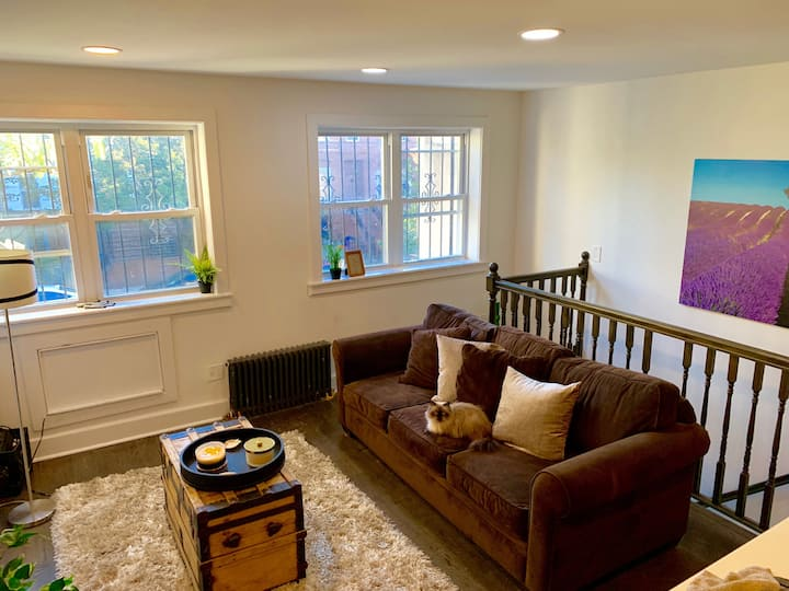 Charming Room with 2 Beds Near Metro