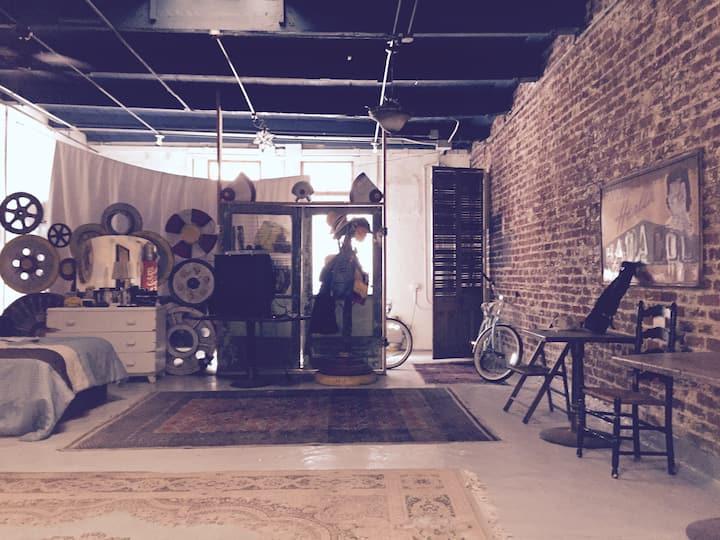 Loft/art studio in Warehouse Dist.