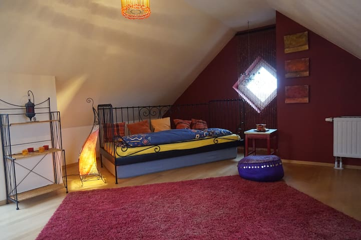 bright roof room - oriental style - Aschaffenburg - Appartement