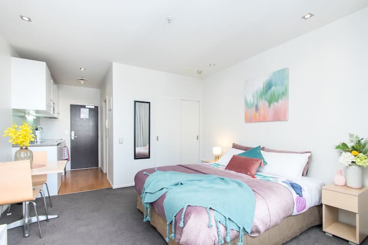 Deluxe Studio next to Britomart CBD