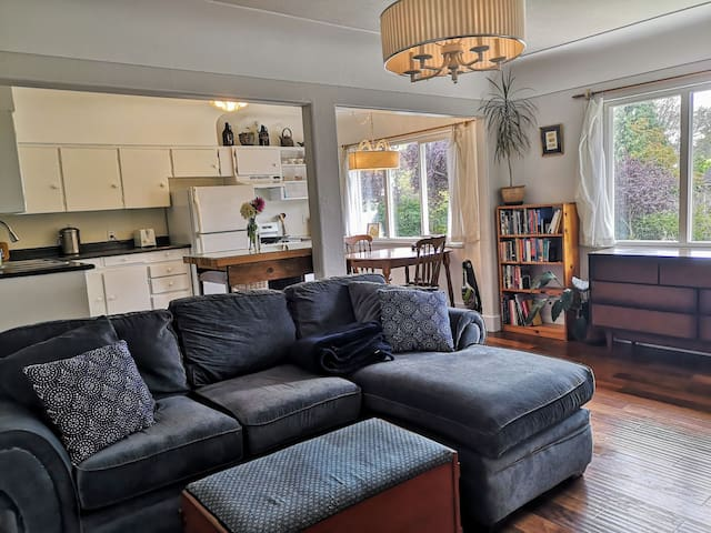 Charming 2 Bedroom Townhouse