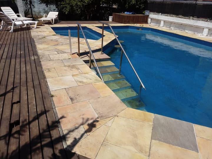 Ampla casa com piscina no coração de Capão