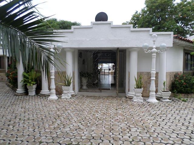 HERMOSA CABAÑA ROCA DE PIEDRA PARA SUS VACACIONES - Santa Marta (Distrito Turístico Cultural E Histórico) - Kisház