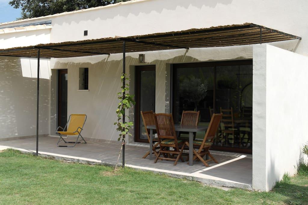 Terrasse et accès gite