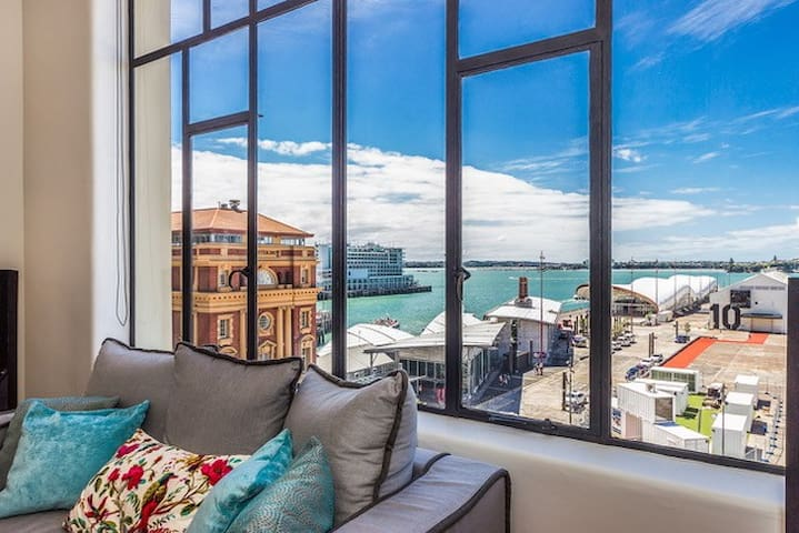 Two Bedroom Heritage Apt with Harbourside Views