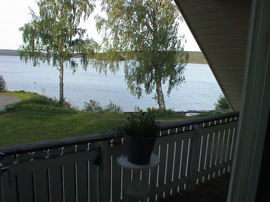 Utsikt fra verandaen.