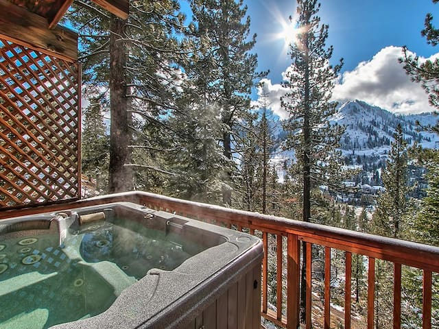 Squaw Valley 3 bdrm denKT22 hot tub - Olympic Valley - Casa