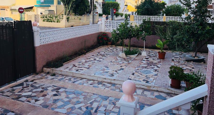 160 qm Garten mit Parkplatz