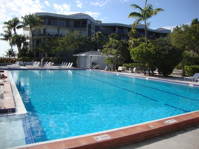 Luxury 2/2 Beachfront TropicalOasis - Key West - Appartement