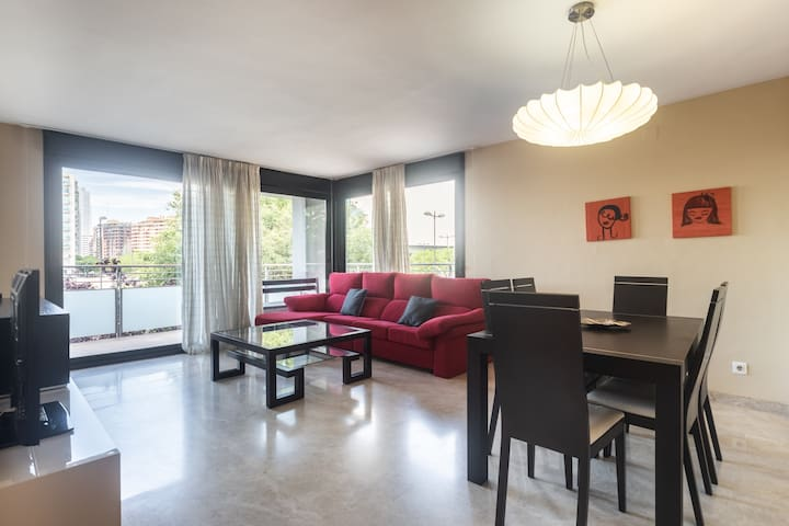 7 person APT near City of Arts and Sciences+Garage