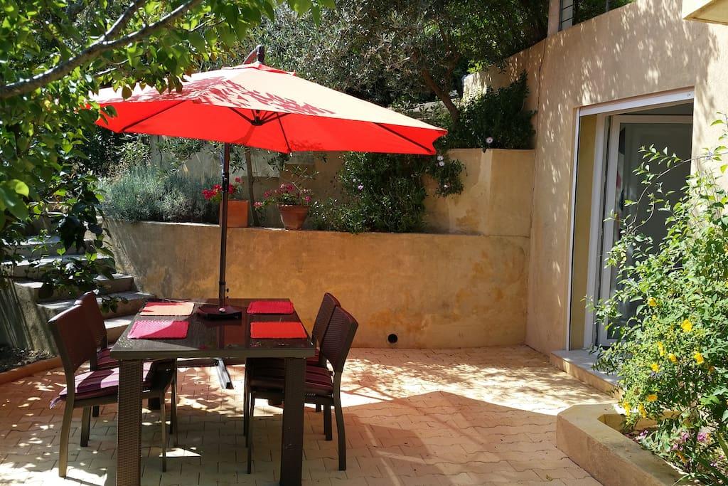 la terrasse où vous prendrez vos repas...