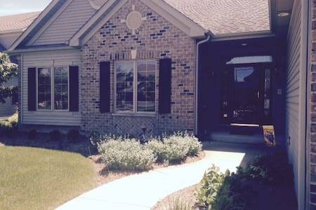 Custom ranch in upscale Antioch lake neighborhood