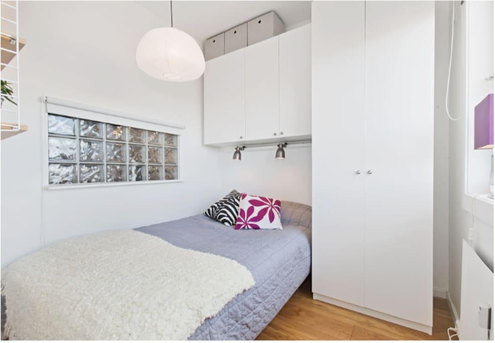 Separate bedroom. Bed is 140x200cm.