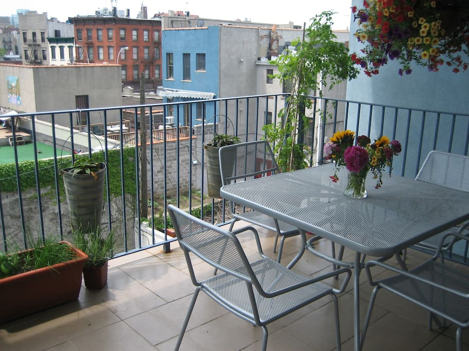 Gorgeous two bedroom with balcony!