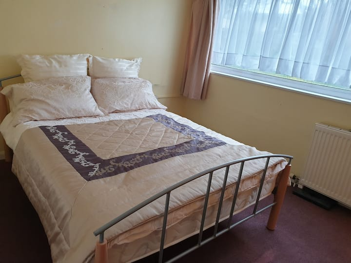 A beautiful cosy double room in a friendly home