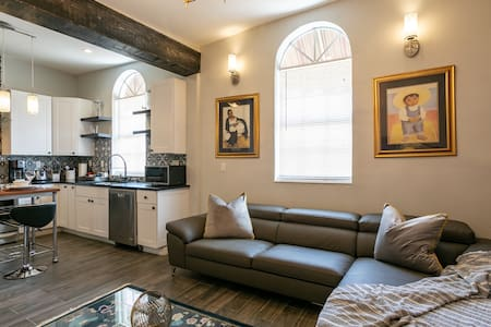 Fantastic City Apartment with private parking
