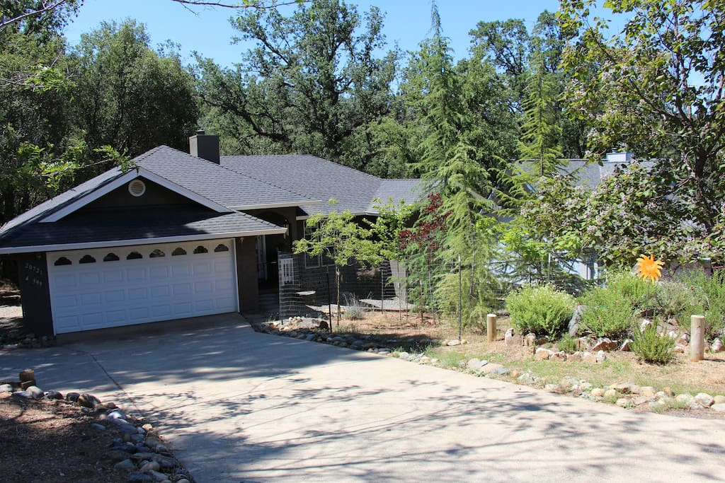 Cozy vacation home near yosemite local amenities for Groveland ca cabin rentals