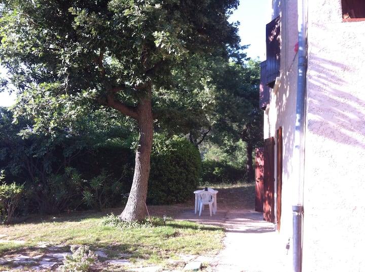 Provence, 2 pièces avec jardin.
