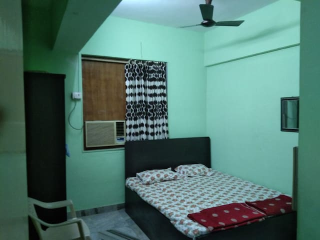 No-Frills Home-Stay in SouthMumbai.