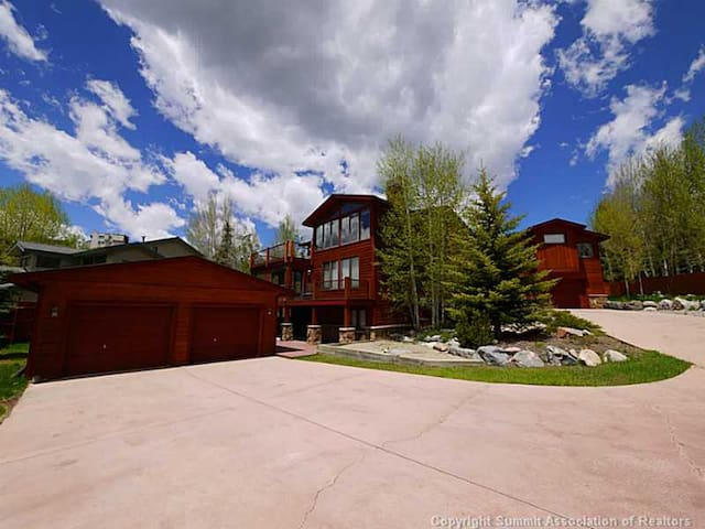 Elegant Lake & Ski Estate - Dillon - Huis