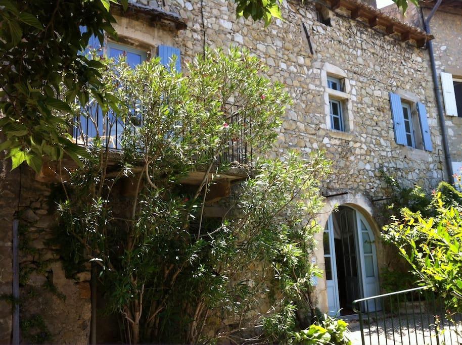 Maison de village maisons louer mirmande rh ne for Maison prefabriquee rhone alpes