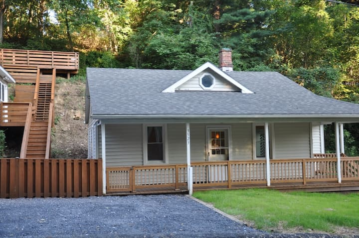 Rustic Cottage near Historic Harper's Ferry!