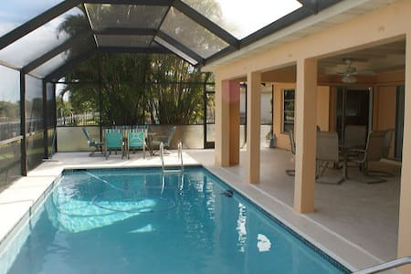 AQUARIUS Waterfront Pool Villa - Cape Coral - Villa
