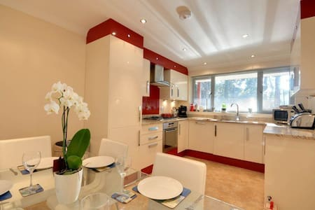 2 Red Sails - Poole - Townhouse
