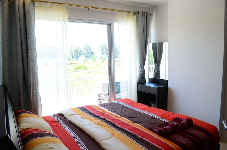 Studio in new condo with sea view - Kram - Apartament