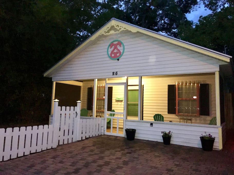 Welcome to Coral Swan Cottage in Historic Uptown St Augustine!