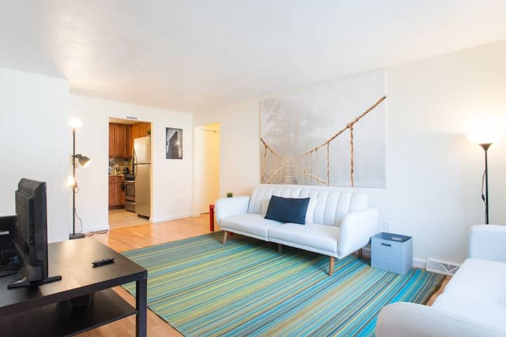INCREDIBLE HARVARD Apt 2BR/1FULLBath+2FreeParking!