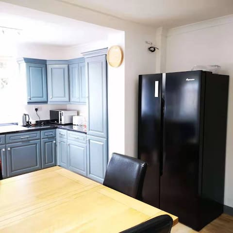 3 modern double bedrooms near Alton Towers
