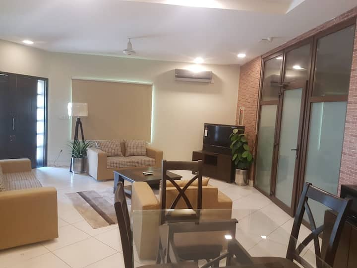 Opulence Luxury Full Apartment At Secure Location