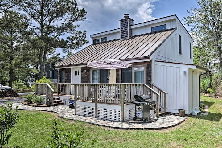 NEW! Spacious Home, Walk to Beach, Shops & Dining!