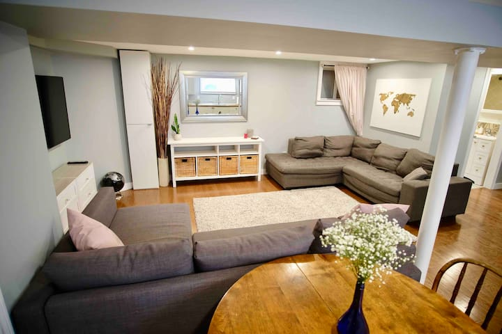 Cozy Basement Apartment close to the Waterfront