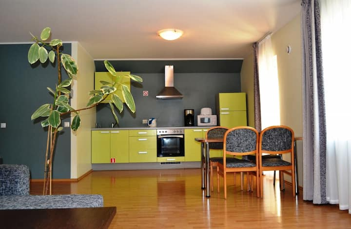 2 Bedroom Flat, 5 Per., City Center